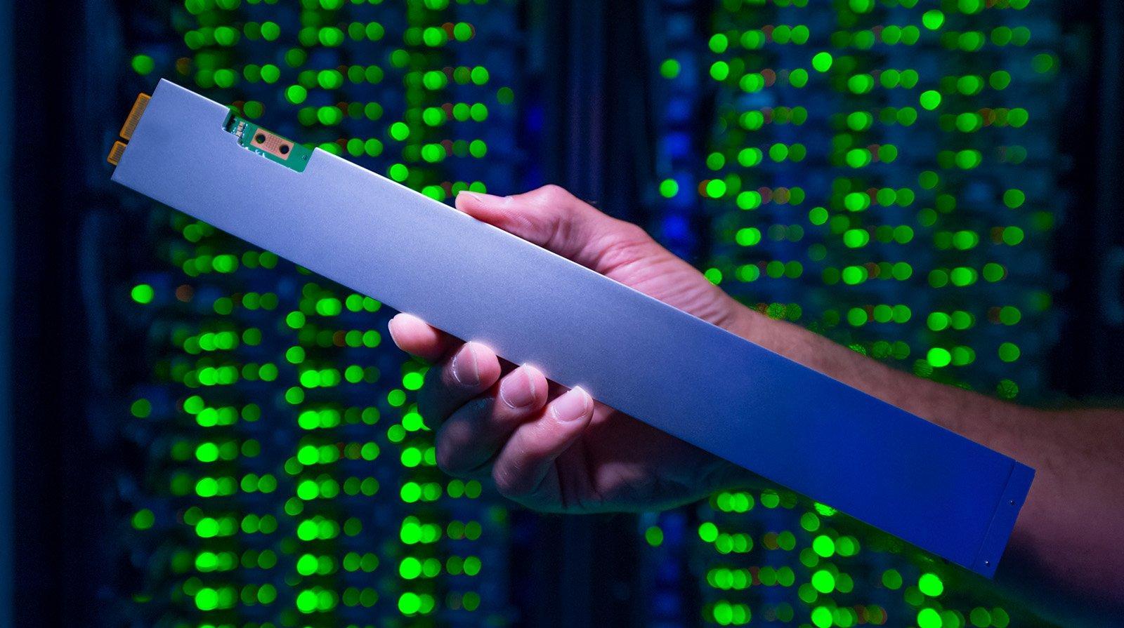인텔 32TB 용량의 Ruler SSD